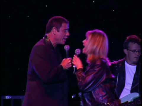 Ver vídeo - John Travolta e Olivia Newton juntos novamente 35 anos depois!