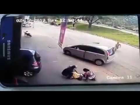 Ver vídeo - Homem é atingido brutalmente por um pneu